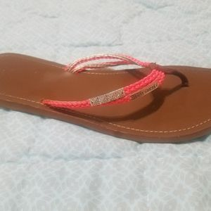 G BY GUESS Coral Flip flops with gold charms